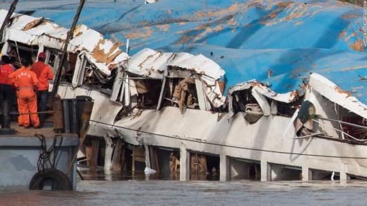 Chiny - W katastrofie statku na rzece Jangcy zginęło 396 osób, 50 osób zaginionych, a tylko 14 uratowano 2