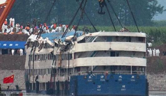 Chiny - W katastrofie statku na rzece Jangcy zginęło 396 osób, 50 osób zaginionych, a tylko 14 uratowano 3