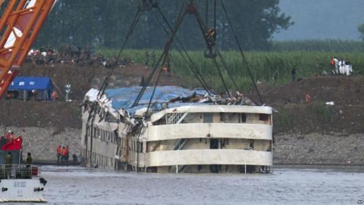 Chiny - W katastrofie statku na rzece Jangcy zginęło 396 osób, 50 osób zaginionych, a tylko 14 uratowano 4