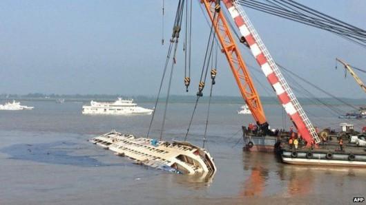 Chiny - W katastrofie statku na rzece Jangcy zginęło 396 osób, 50 osób zaginionych, a tylko 14 uratowano 5