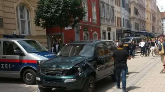Graz, Austria - Szaleniec rozjeżdżał ludzi samochodem terenowym i atakował nożem 2