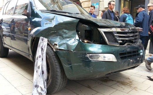 Graz, Austria - Szaleniec rozjeżdżał ludzi samochodem terenowym i atakował nożem