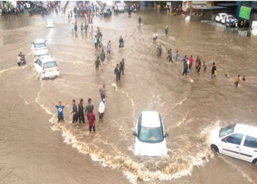 Gudźarat, Indie - Deszcze monsunowe wywołały powodzie 11