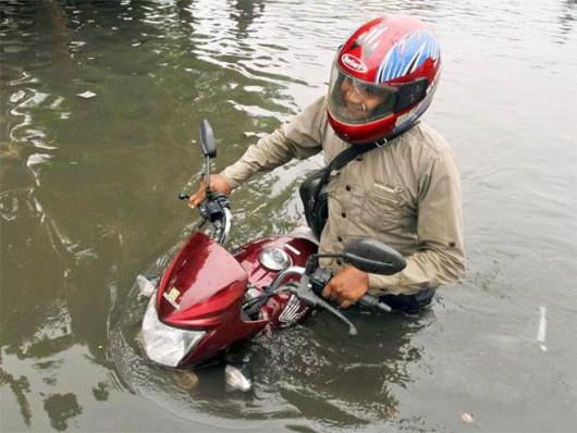 Gudźarat, Indie - Deszcze monsunowe wywołały powodzie 12