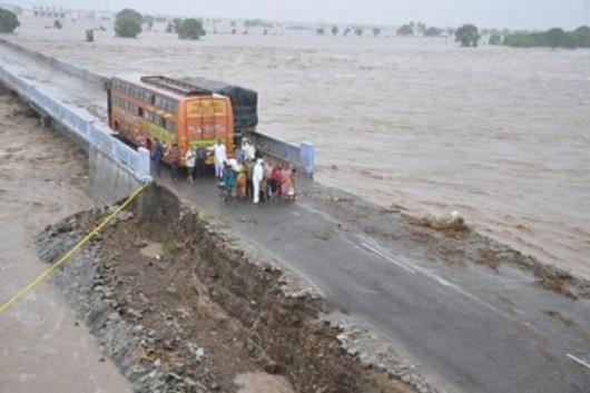 Gudźarat, Indie - Deszcze monsunowe wywołały powodzie 2