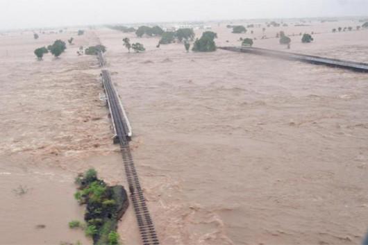 Gudźarat, Indie - Deszcze monsunowe wywołały powodzie 3