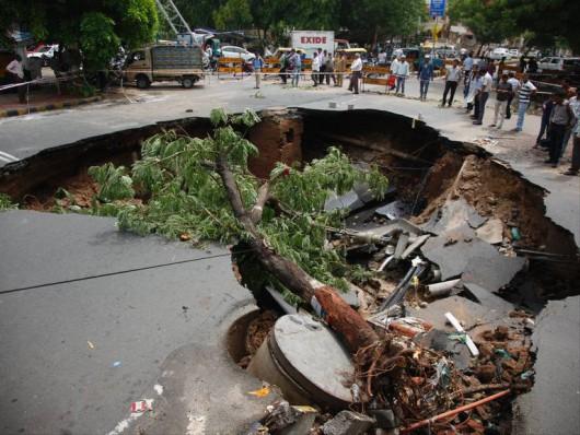 Gudźarat, Indie - Deszcze monsunowe wywołały powodzie
