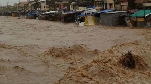 Gudźarat, Indie - Deszcze monsunowe wywołały powodzie 6