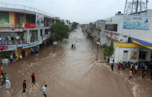Gudźarat, Indie - Deszcze monsunowe wywołały powodzie 7