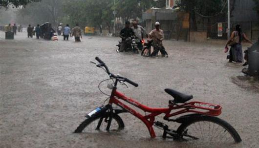Gudźarat, Indie - Deszcze monsunowe wywołały powodzie 8