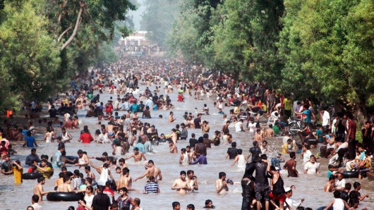Karaczi, Pakistan - Już ponad 750 ofiar upałów, temperatury sięgają 45 stopni Celsjusza w cieniu 2