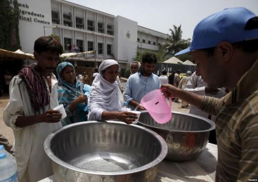 Karaczi, Pakistan - Już ponad 750 ofiar upałów, temperatury sięgają 45 stopni Celsjusza w cieniu