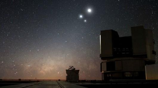 Koniunkcja Wenus i Jowisza nad terenem Europejskiego Obserwatorium Południowego (ESO) w Paranal