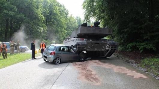 Niemcy - 18-letnia kursantka nie zauważyła kolumny czołgów