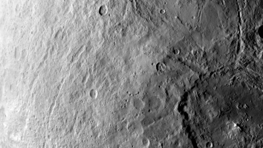 Olbrzymi krater na południowej półkuli Ceres /NASA/JPL-Caltech/UCLA/MPS/DLR/IDA /
