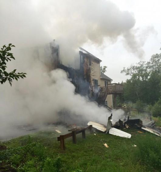 Plainville, USA - Mały samolot uderzył w dwupiętrowy budynek 2