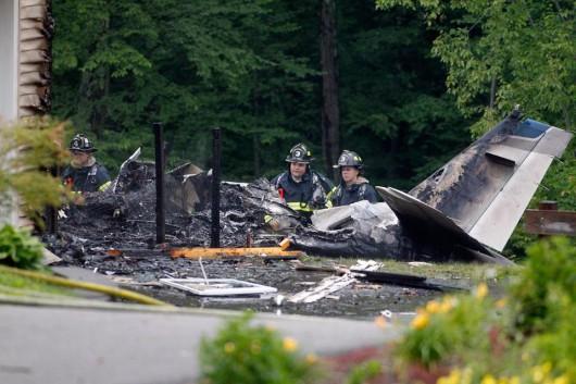 Plainville, USA - Mały samolot uderzył w dwupiętrowy budynek 4