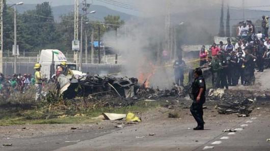 Queretaro, Meksyk - Na autostradzie rozbiła się awionetka, zginęło 5 osób 3