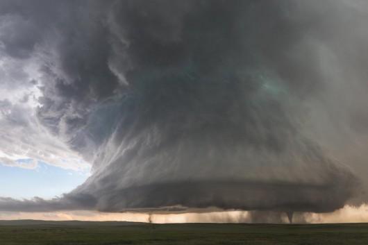 Simla, USA - Dwa tornada z jednej superkomórki burzowej