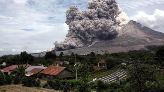 Sumatra - Erupcja wulkanu Sinabung 1