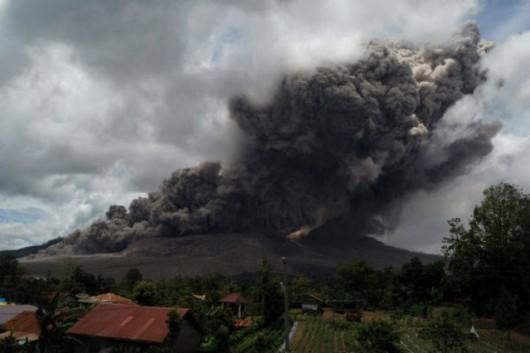 Sumatra - Erupcja wulkanu Sinabung 2