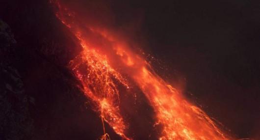 Sumatra, Indonezja - Popiół z wulkanu Sinabung dotarł do miast oddalonych o 50 kilometrów 19