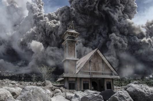 Sumatra, Indonezja - Popiół z wulkanu Sinabung dotarł do miast oddalonych o 50 kilometrów 2