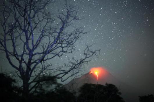 Sumatra, Indonezja - Popiół z wulkanu Sinabung dotarł do miast oddalonych o 50 kilometrów 6