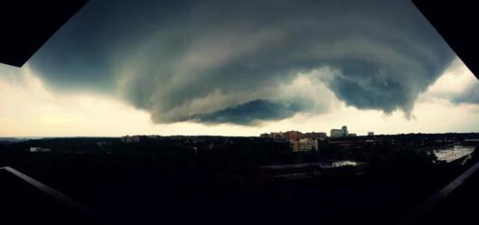 USA - Burze i kilkanaście tornad przetoczyło się przez kraj 12
