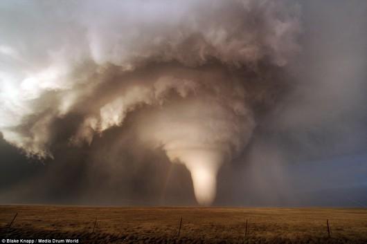 USA - Burze i kilkanaście tornad przetoczyło się przez kraj 6