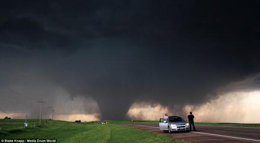USA - Burze i kilkanaście tornad przetoczyło się przez kraj 8