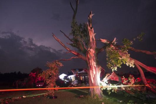 USA - Burze i kilkanaście tornad przetoczyło się przez kraj 9