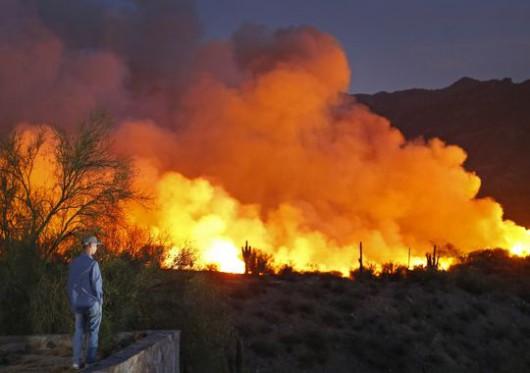 USA - Ogromne pożary w okolicach Phoenix w Arizonie