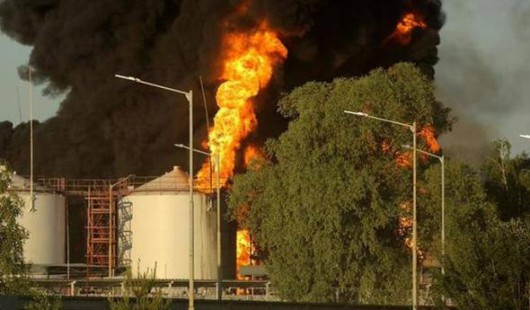 Wasylków, Ukraina - Eksplozja i ogromny pożar zbiorników z paliwem w bazie naftowej 1