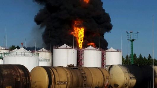Wasylków, Ukraina - Eksplozja i ogromny pożar zbiorników z paliwem w bazie naftowej 2