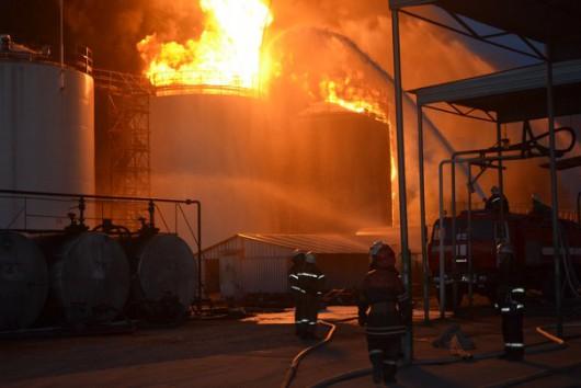 Wasylków, Ukraina - Eksplozja i ogromny pożar zbiorników z paliwem w bazie naftowej 4