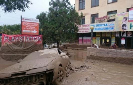 Ałmaty, Kazachstan - Upały podtopiły lodowiec, duża ilość wody spowodowała ogromne osuwisko ziemi -1
