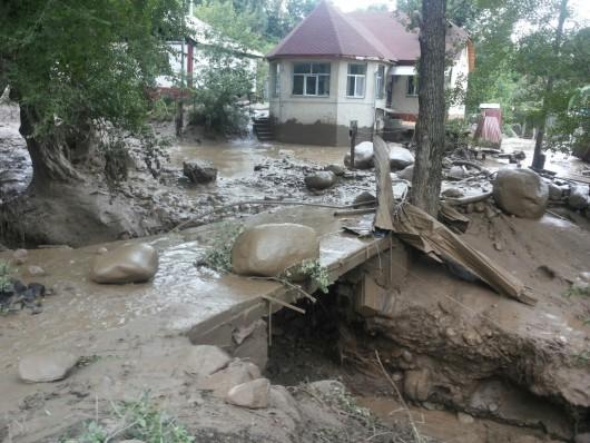Ałmaty, Kazachstan - Upały podtopiły lodowiec, duża ilość wody spowodowała ogromne osuwisko ziemi -11