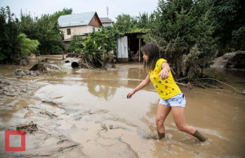 Ałmaty, Kazachstan - Upały podtopiły lodowiec, duża ilość wody spowodowała ogromne osuwisko ziemi -12