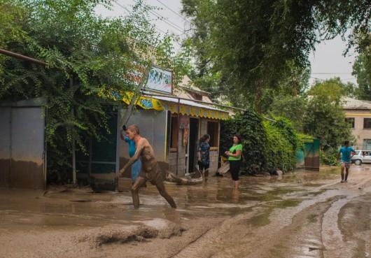 Ałmaty, Kazachstan - Upały podtopiły lodowiec, duża ilość wody spowodowała ogromne osuwisko ziemi -2