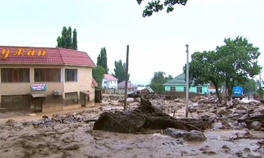 Ałmaty, Kazachstan - Upały podtopiły lodowiec, duża ilość wody spowodowała ogromne osuwisko ziemi -4
