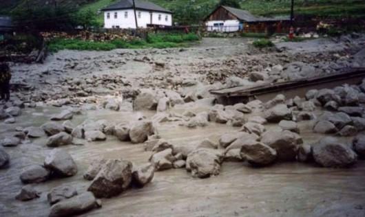 Ałmaty, Kazachstan - Upały podtopiły lodowiec, duża ilość wody spowodowała ogromne osuwisko ziemi -5