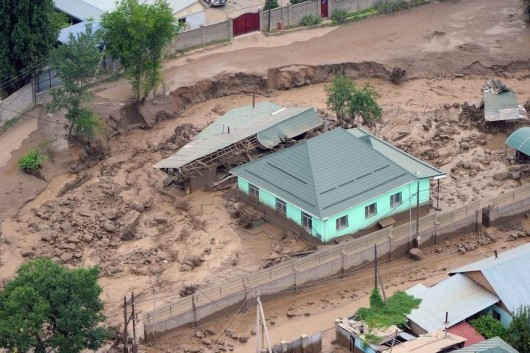 Ałmaty, Kazachstan - Upały podtopiły lodowiec, duża ilość wody spowodowała ogromne osuwisko ziemi -6