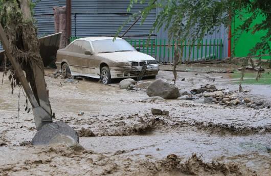 Ałmaty, Kazachstan - Upały podtopiły lodowiec, duża ilość wody spowodowała ogromne osuwisko ziemi -8