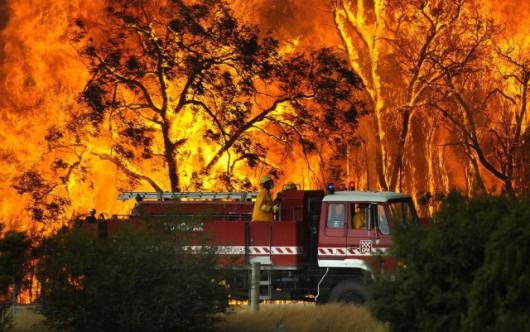 Bordeaux, Francja - Setki strażaków walczy z pożarami, ewakuowano 10 tysięcy turystów