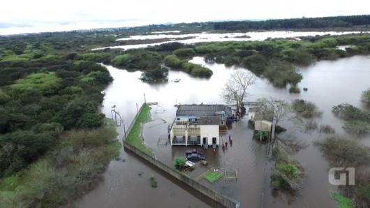 Brazylia - Pod wodą znalazło się 61 miejscowości na południu kraju -7