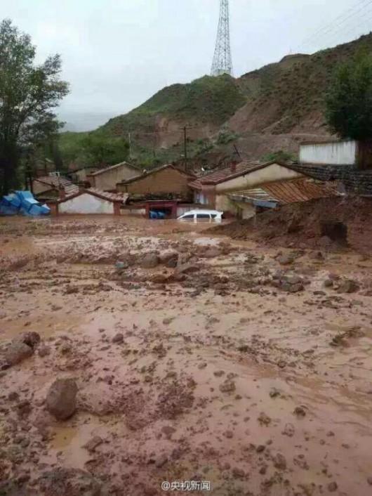 Chiny - Błyskawiczna powódź w dwóch prefekturach, lawiny błotne zalały wioski 1