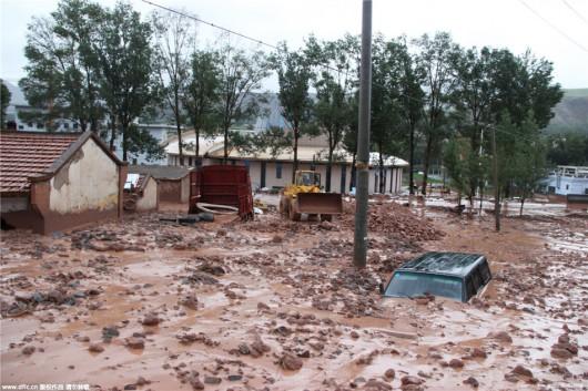 Chiny - Błyskawiczna powódź w dwóch prefekturach, lawiny błotne zalały wioski 5