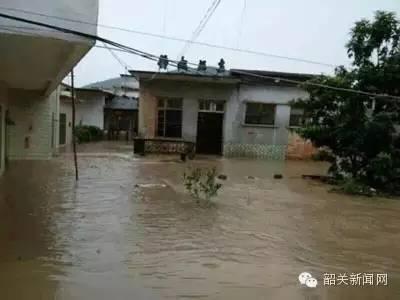 Chiny - Błyskawiczna powódź w dwóch prefekturach, lawiny błotne zalały wioski 7