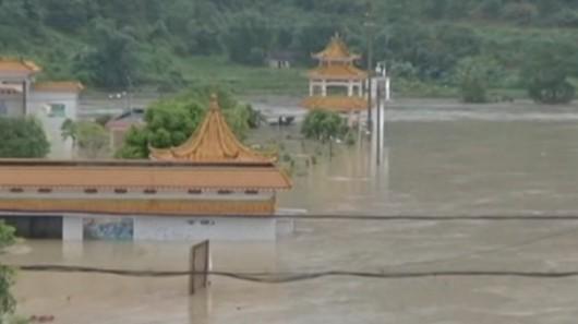 Chiny - Błyskawiczna powódź w dwóch prefekturach, lawiny błotne zalały wioski 8
